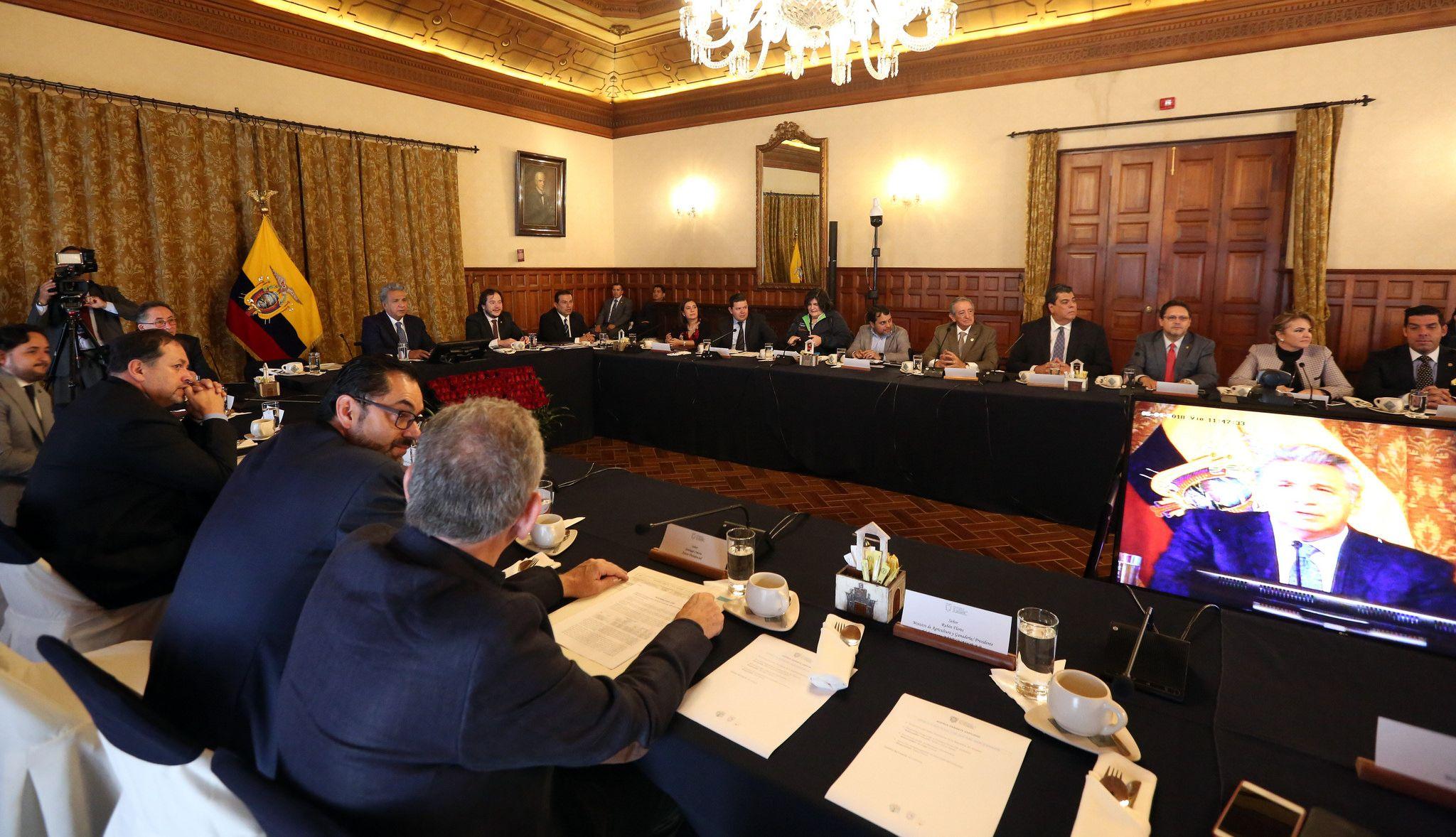 """Photo of Moreno pide renuncias a todos sus ministros para evaluación """"técnica y política"""""""