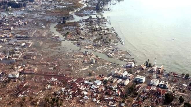 Photo of Erupción de volcán causa tsunami en Indonesia