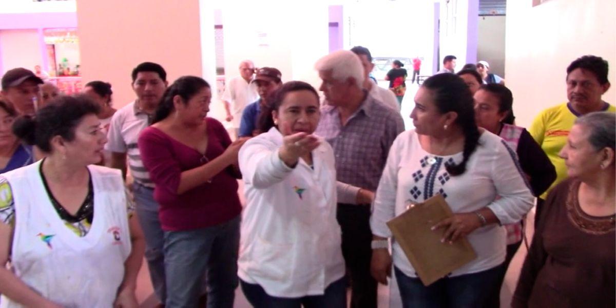 Photo of Comerciantes del Mercado Municipal piden remodelación del edificio.
