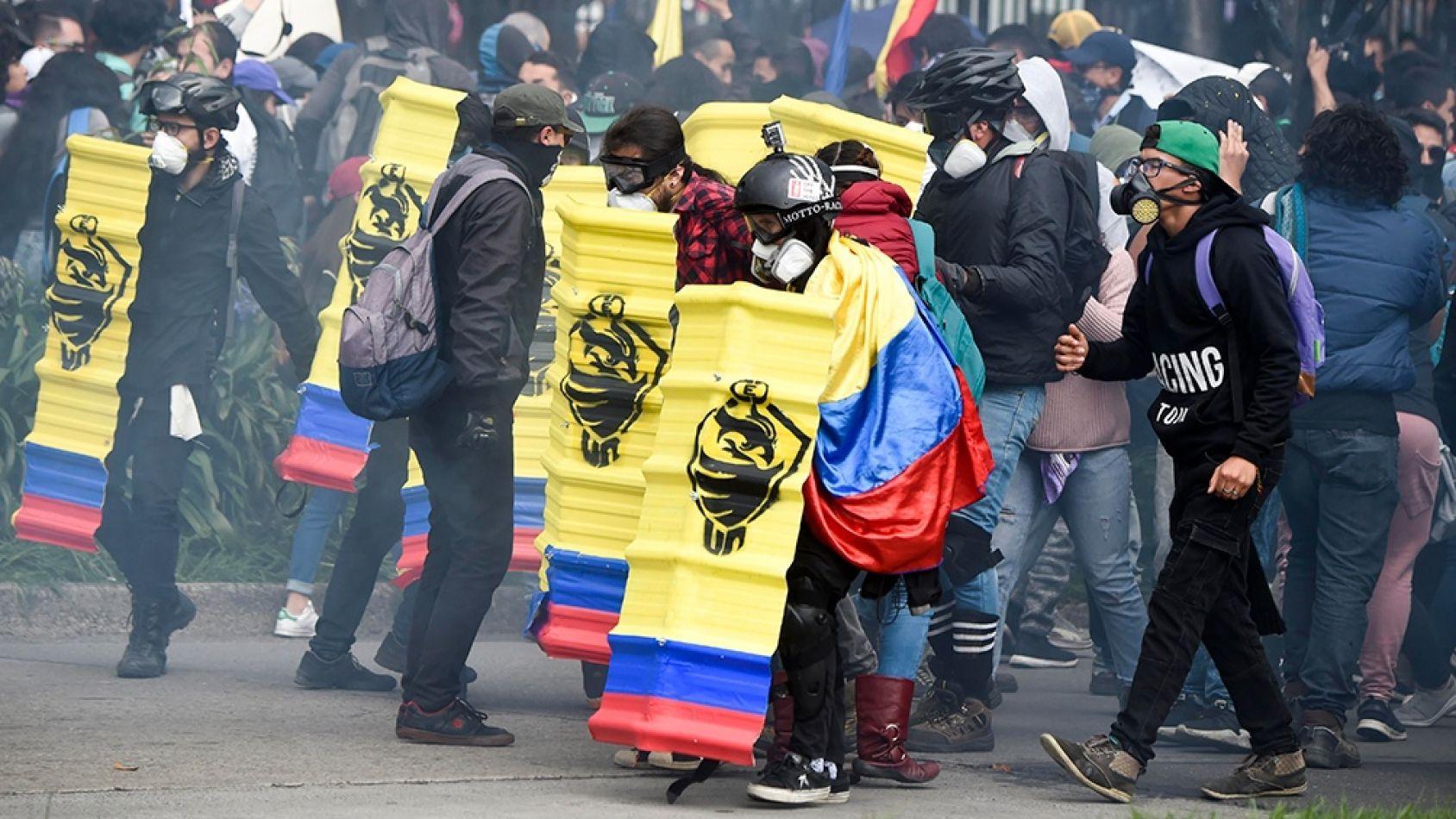 Photo of Tres muertos en la jornada de protesta en Colombia