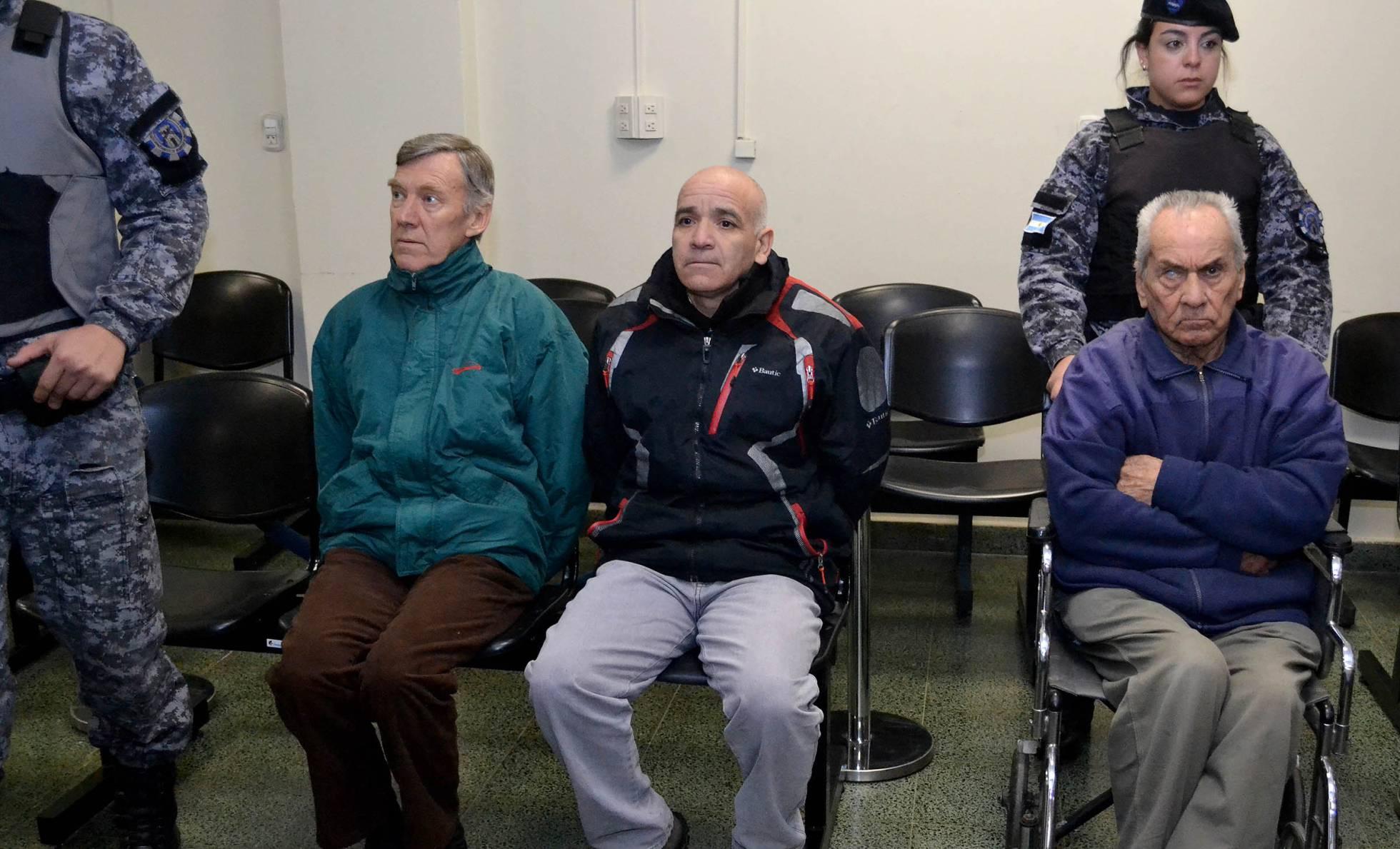 Photo of Curas reciben condena por violar a niños sordos