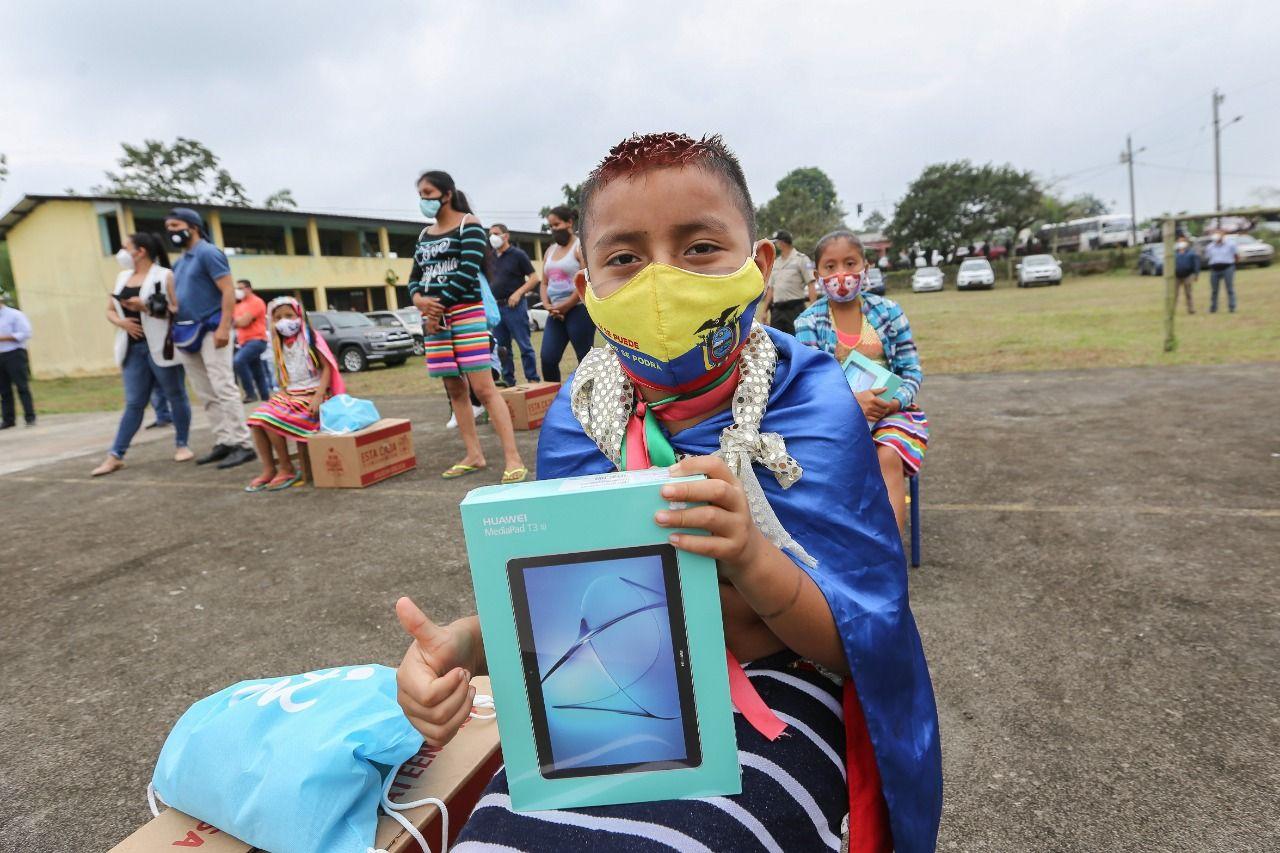 Photo of Niños de comuna Cóngoma recibieron 20 tablets