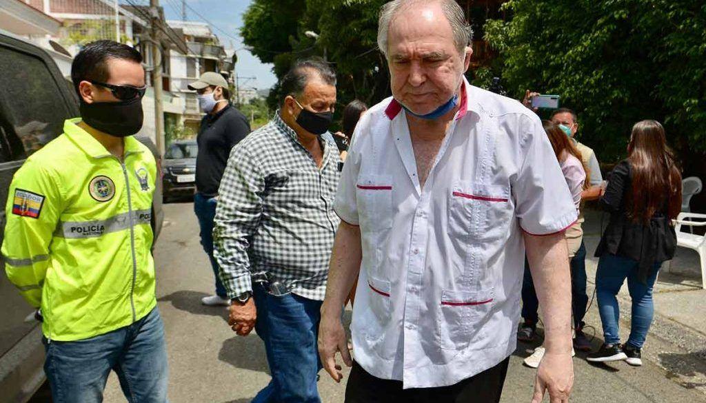 Photo of Médicos diagnosticaron angina de pecho a expresidente