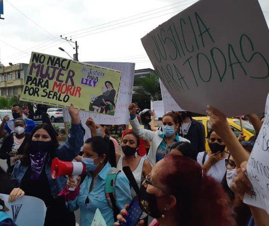 Plantón contra la violencia a la mujer en Santo Domingo