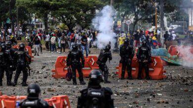 Photo of La Defensoría del Pueblo de Colombia reporta muertos y heridos por la protesta contra reforma tributaria